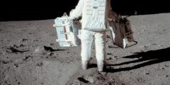 اول من هبط على سطح القمر