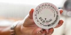 كيفية حساب عمر الجسم الحقيقي