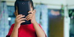 أسباب تمنعك عن منح طفلك الأجهزة الذكية قبل عامه الثاني عشر